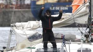 رجل يبحر 85 يوماً في مركب صغير لرؤية والديه