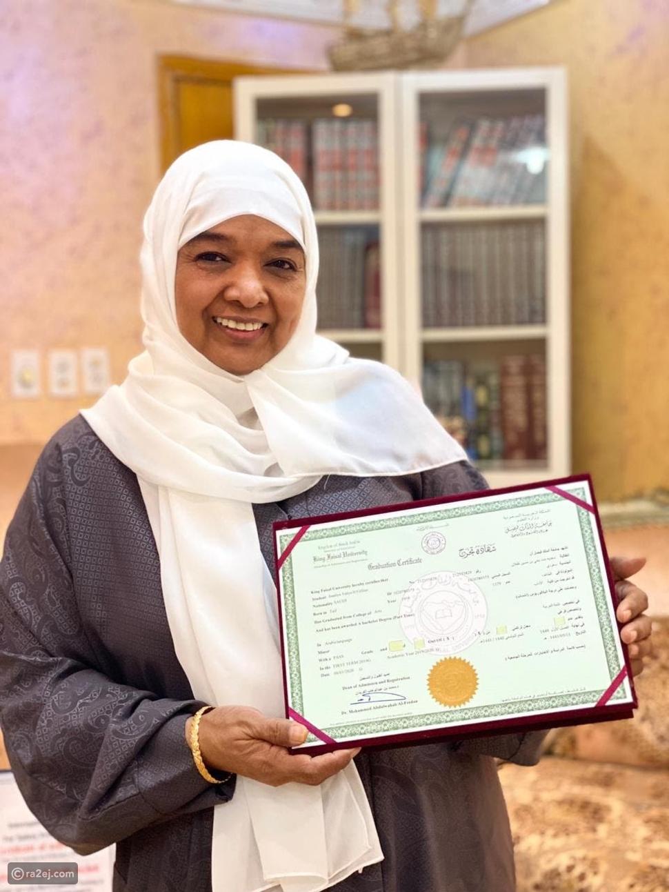 سعودية تنال البكالوريوس بعد 40 سنة من حصولها على الثانوية: قصة ملهمة
