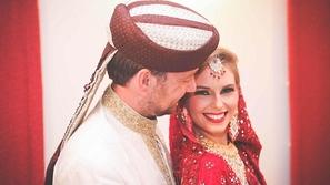 زوجان بريطانيان يقيمان حفل زفافهما 66 مرة عبر العالم!