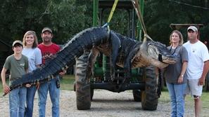 عائلة أمريكية تصطاد أكبر تمساح في العالم