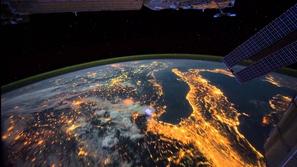 فيديو فاصل زمني يعرض كيف تبدو الأرض ليلا