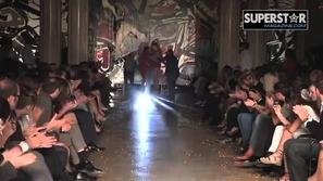 بالفيديو: 10 مواقف محرجة ومضحكة لعارضات الأزياء على المنصة !