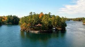 بالصور.. أجمل المنازل التي بنيت على جزر صغيرة