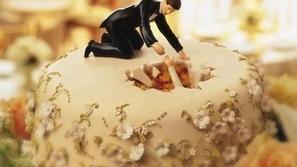 بالصور : كعكة الزفاف بأغرب وأطرف أشكالها المليئة بروح الدعابة
