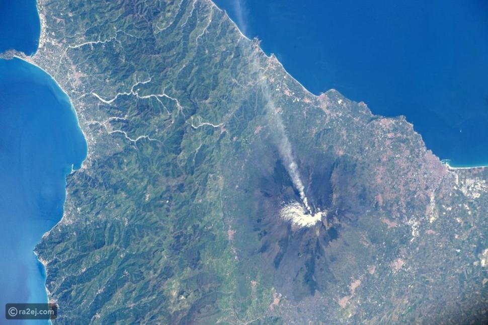 هل تخيلت كيف يبدو انفجار البركان من الفضاء؟ صورة رائعة تجيب تساؤلاتك