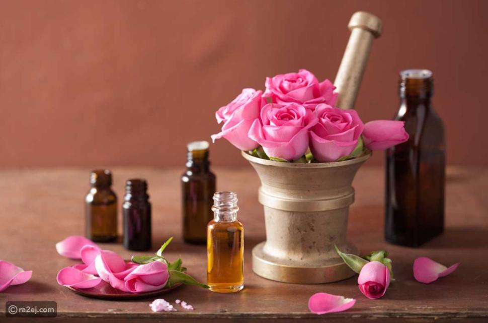 هل تعلم أن زيت الورد له استخدامات استثنائية لم تجربها من قبل؟ تفاصيل وحقائق تجعله ملكاً على مستحضرات العناية بالبشرة