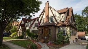 صور: المنزل الذي أحتضن ذكريات طفولة دونالد ترامب معروض للبيع بسعر ضخم