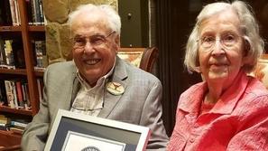 أقدم زوجين في العالم يدخلان موسوعة جينيس وهذا سر حبهما