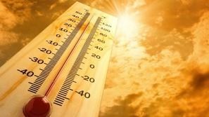 بلد خليجي يسجل أعلى درجة في العالم ووقوع وفيات بسبب ضربة شمس