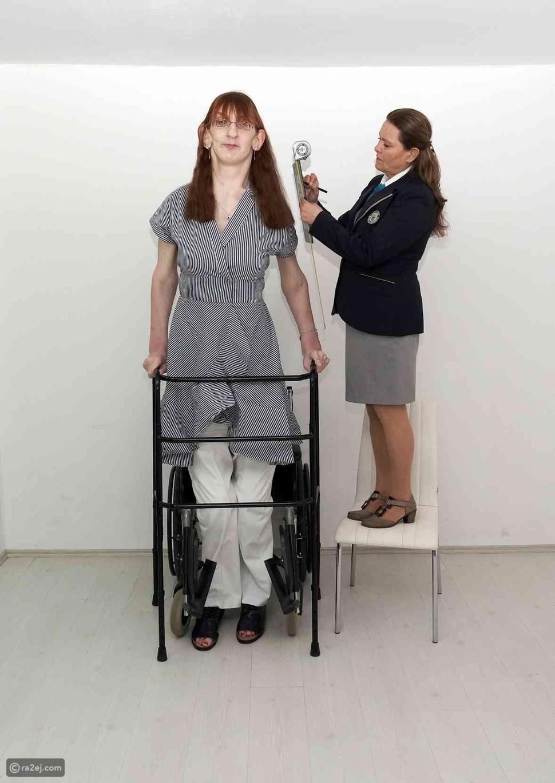 أطول امرأة في العالم على قيد الحياة: عمرها 24 عاماً وتثير فضول الكثير