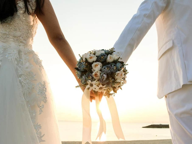 بعد أسبوعين زواج: إمام مسجد يكتشف أن زوجته رجل وهكذا خدعته