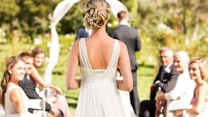 قواعد غريبة لقائمة الطعام دفعتها لمغادرة حفل زفاف صديقتها!