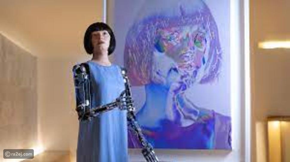 روبوت ترسم صورًا ذاتية يستحيل تفريقها عن العمل البشري
