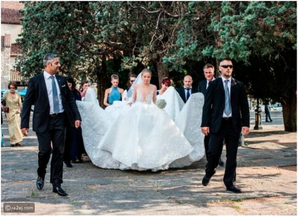 مطربة تثير ضجة على الإنترنت بسبب فستان زفافها الخيالي.. ثمنه مفاجأة!