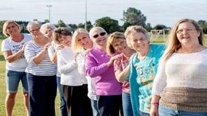 10 نساء من عائلة واحدة يحتفلن بشفائهن من السرطان