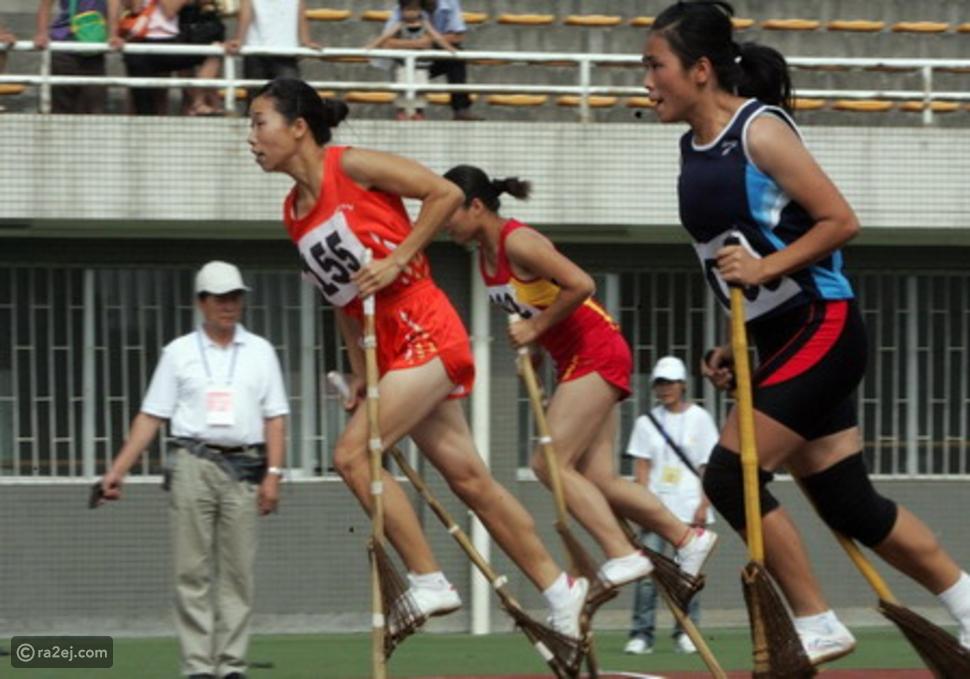 فريق من 3 لاعبين يركضون بأحذية مثبتة في لوح واحد: أغرب رياضات الصين