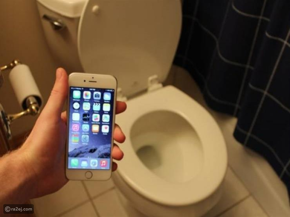 هل تصفح الهاتف داخل المرحاض يؤثر على صحتك العامة؟