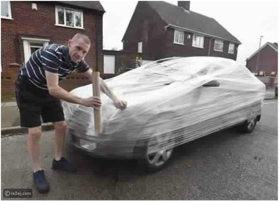 شاب ينتقم من سائق ترك سيارة أمام منزله بشكل غير متوقع.. شاهد ماذا فعل!