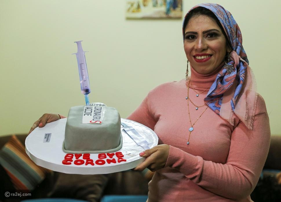 فتاة تصنع كعكة على شكل كورونا: والهدف إنساني