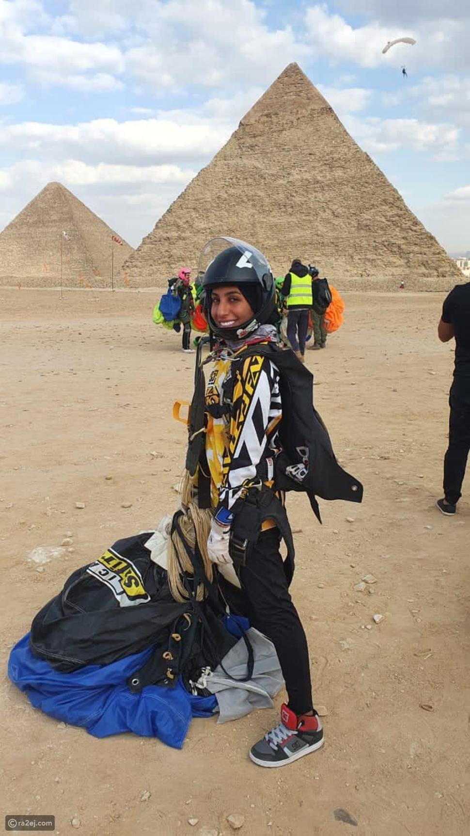 شيخة أحمد تقفز بعلم الإمارات من أعلى أهرامات الجيزة: حققت حلمها