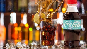 الزجاجة الجديدة لكوكاكولا مصنعة من بلاستيك نفايات المحيطات