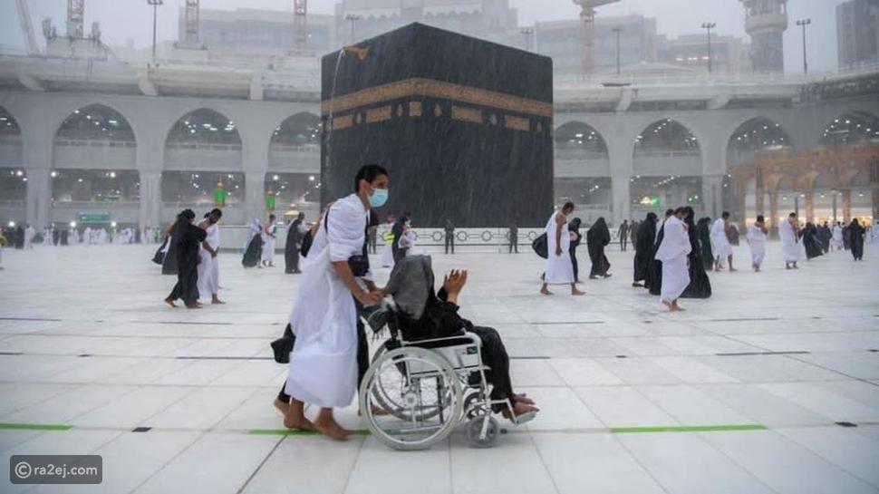 صور تخطف القلوب للأمطار وسط المسجد الحرام