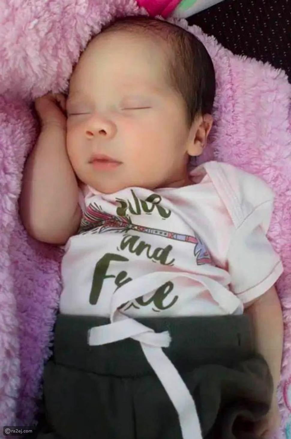 صور طفلة عمرها يوم واحد لكنها حامل في طفل آخر: كيف حدث هذا؟