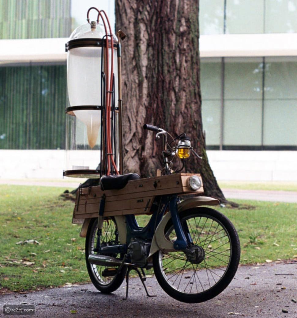 طالب يخترع وقود لدراجته النارية مستمد من البرك والمستنقعات