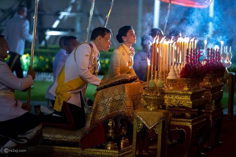 ملك تايلاند يتجاهل كل القواعد الصحية ويقوم برحلة مستفزة: إلى أين؟