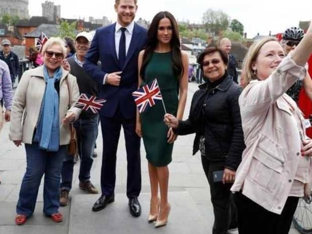 صور بعد انفصالهم عن العائلة الملكية متحف للشمع ينقل تمثال هاري وميجان