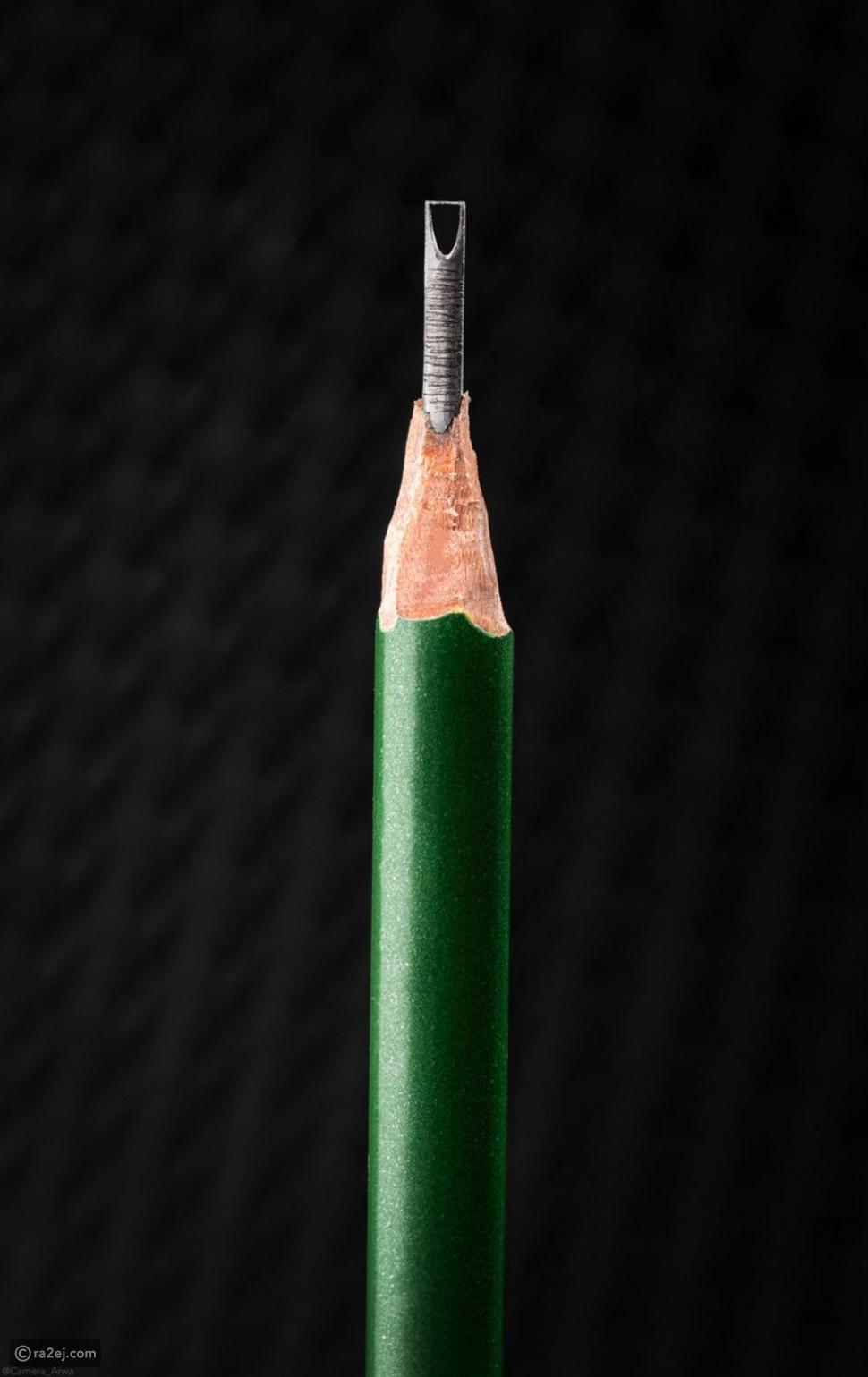 برج السعودية منحوت على قلم رصاص: قصة صورة شغلت السوشيال ميديا