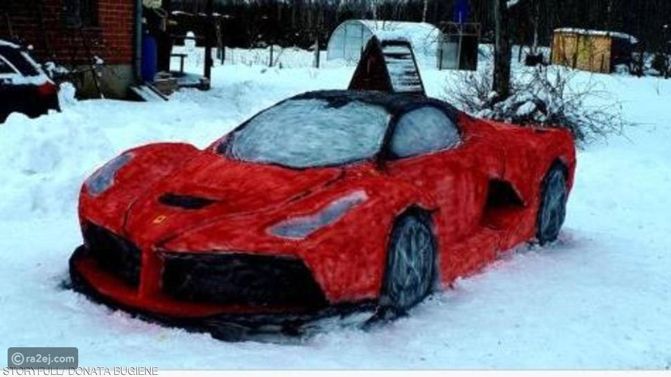 نحت غريب لسيارة فيراري على الثلج: صورة تطبق الأصل