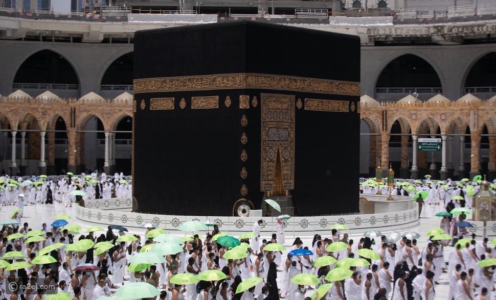 صحن مطاف المسجد الحرام يتزين بالأخضر: صورة تخطف القلوب