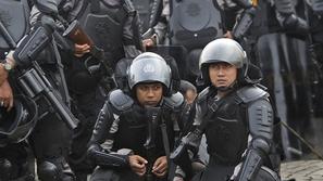 الشرطة الإندونيسية تعاقب لصوص أستراليين بطريقة غريبة للغاية!