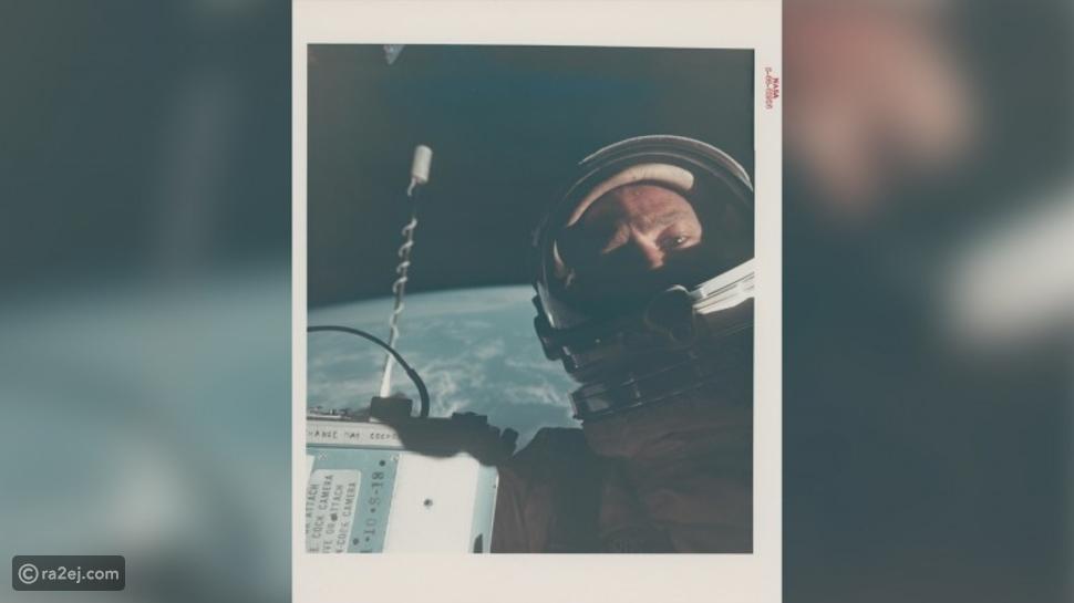 صور من مهمات الفضاء التاريخية للبيع في مزاد: منها أول لقطة سيلفي