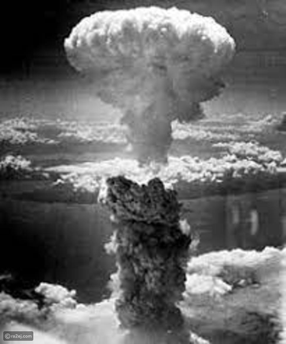 لماذا انفجار القنابل النووية يشكل سحب عيش الغراب في السماء؟