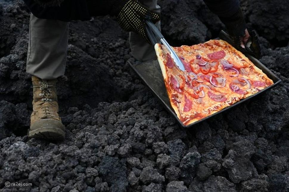 بيتزا مخبوزة على فتحة بركان ثائر: هل سيمكنك خوض التجربة؟