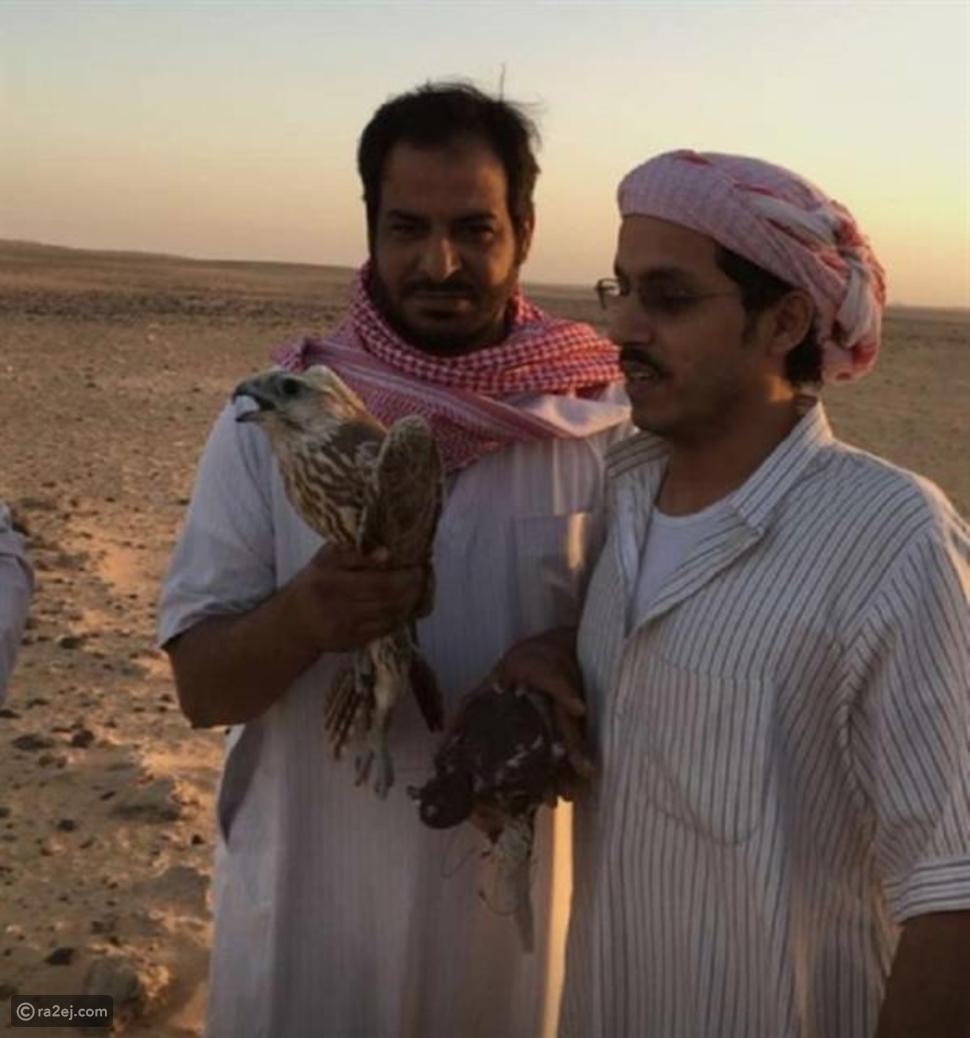 بالصور: سعوديون ينجحون في صيد صقر صغير ويبيعونه بسعر خيالي!