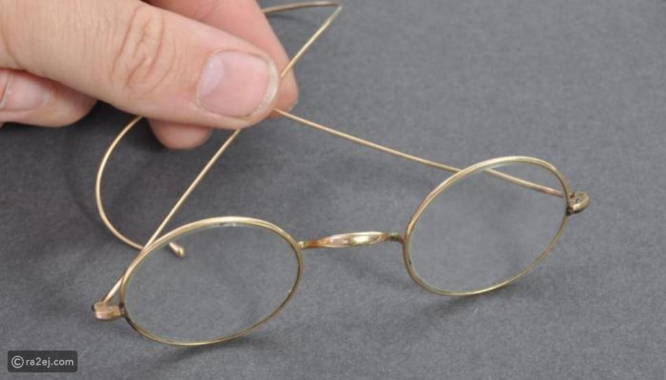 الصدفة تقود رجل للعثور على نظارة غاندي: عرضها للبيع برقم خيالي
