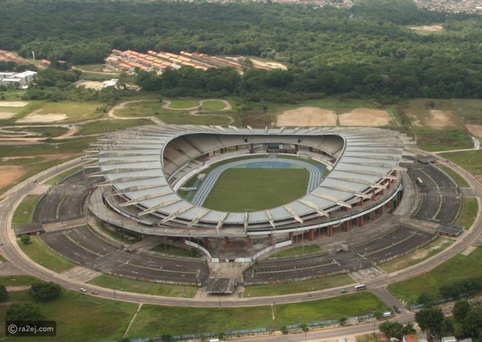 ملعب يقسم الكرة الأرضية إلى نصفين.. تعرف على الملعب البرازيلي المثير للدهشة