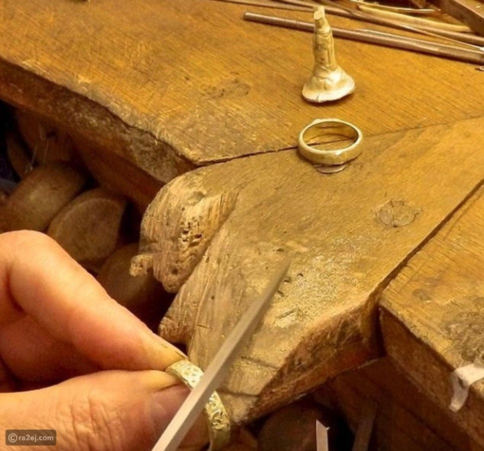 شاب يتسلق الجبال لصنع خاتم زواج نادر لحبيبته.. المدة التي قضاها فوق الجبال لا تصدق