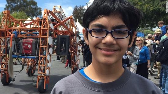 عمره 15 عامًا ويستعد للحصول على الدكتوراة في أمريكا