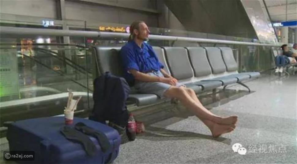 صور: يسافر للقاء فتاة أحبها عبر الإنترنت فتتركه في المطار 10 أيام