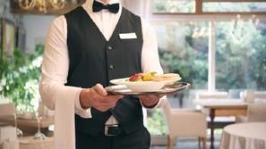 موظفو مطعم محظوظون يحصلون على بقشيش 10 آلاف دولار يوم رفدهم
