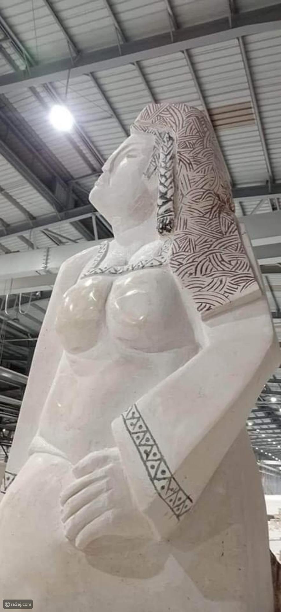 تمثال مصر تنهض يثير عاصفة من السخرية على السوشيال ميديا