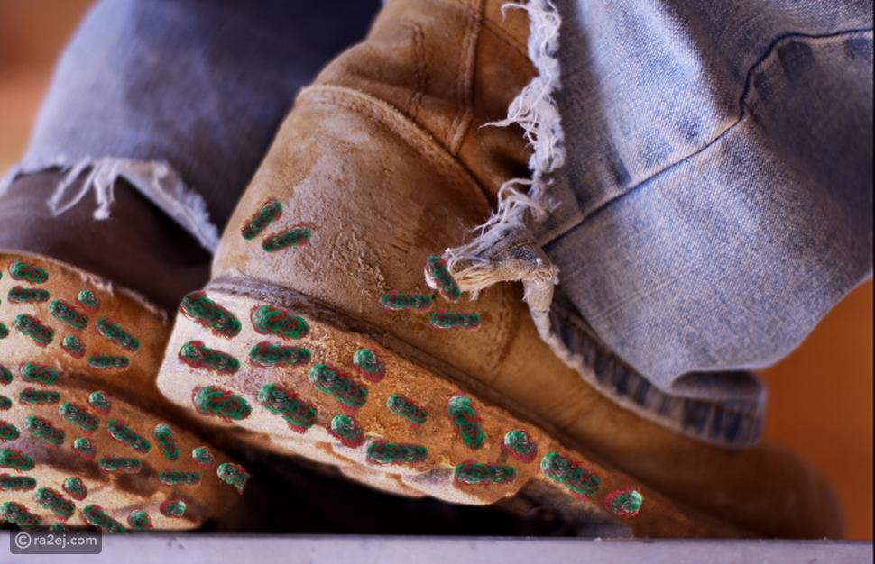 احذر ارتداء الحذاء داخل المنزل: الأسباب ستصدمك