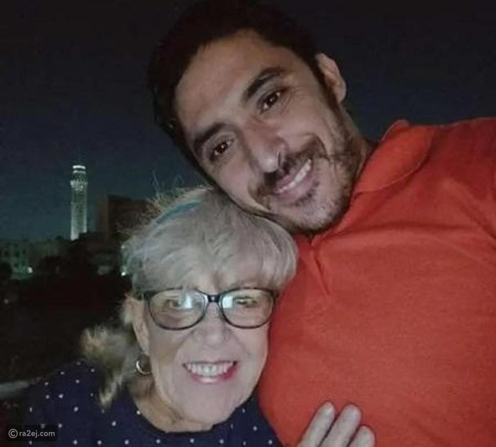 الشاب المصري محمد مع حبيبته إيريس