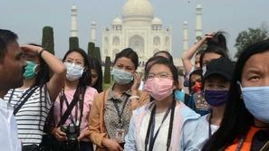 أحدث تقاليع كورونا: عربة الفيروس لتحية الأطباء في الهند