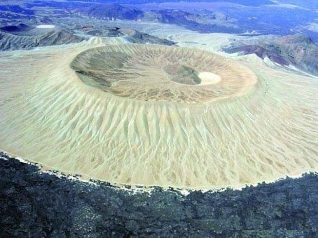 البركان الأبيض