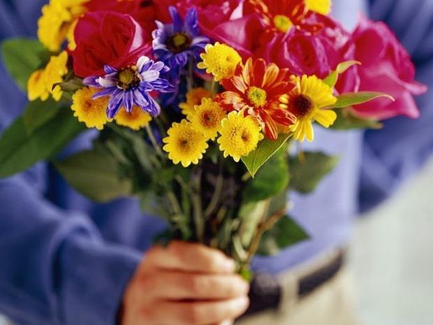 7- 73% من الرجال يقومون بشراء الزهور في عيد الحب
